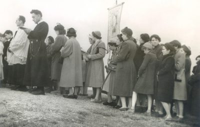 Bénédiction, mars 1954