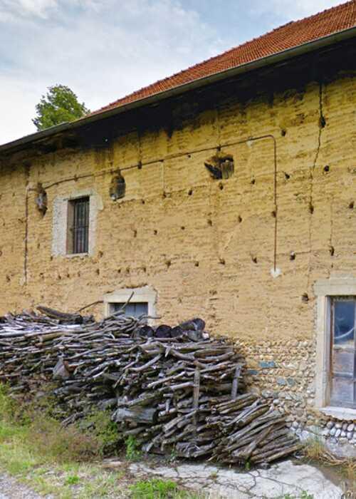 Maison en pisé à St-Michel-de-St-Geoirs - Hameau des Fourcoules